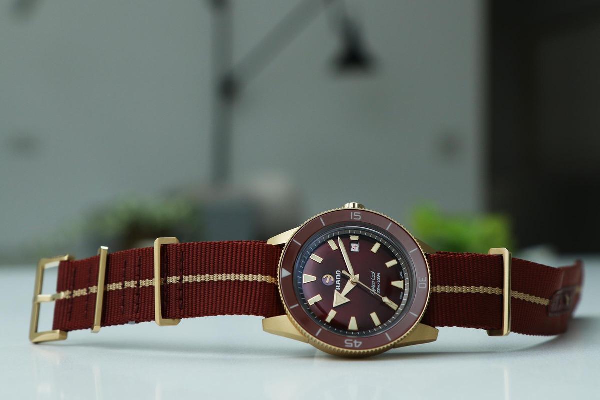 庫克船長青銅腕錶「鋼鐵紅」新色,建議售價NT$80,400。