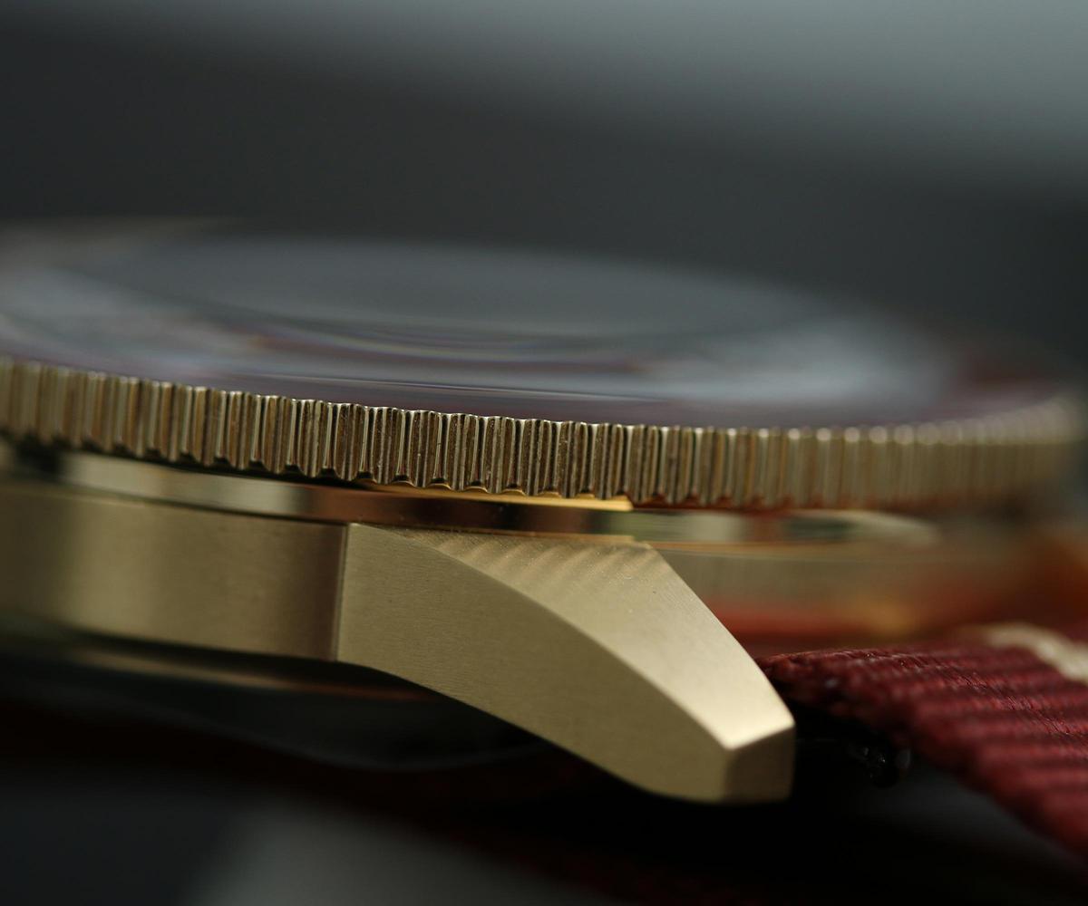 雷達去年首度在庫克船長系列上推出青銅材質,而且外層還鍍上23K金鍍層,保持出廠至買家手上前都不會氧化變色。