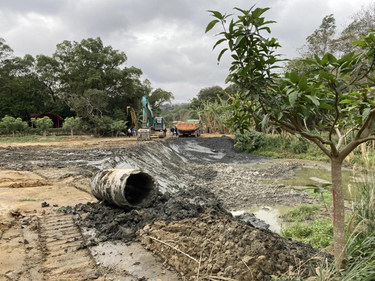 宋嫌等人除了販售土方牟利,還造假綠化工程破壞環境。(刑事局提供)