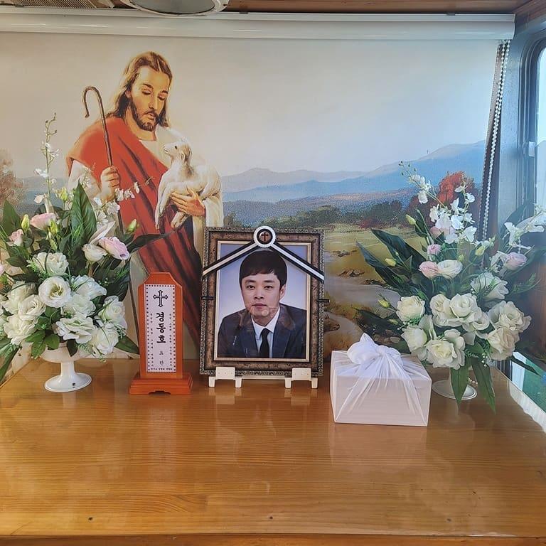在景東浩出殯後6個小時,原本病臥在床的母親也隨之去世,讓許多人感到相當遺憾。(翻攝自IG)