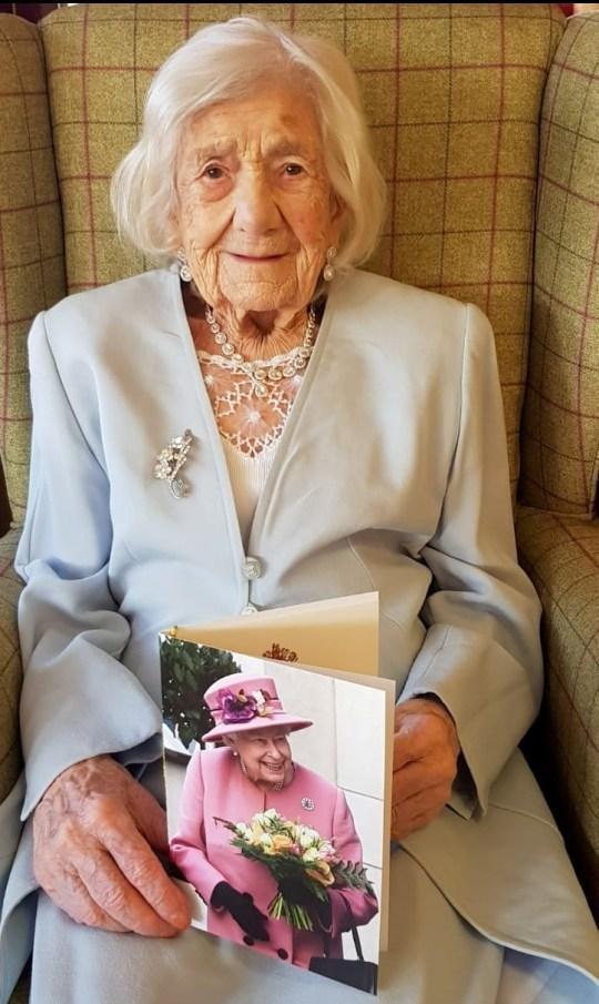 106歲的瑪麗氣質優雅。(翻攝Donna4Rainhill推特)