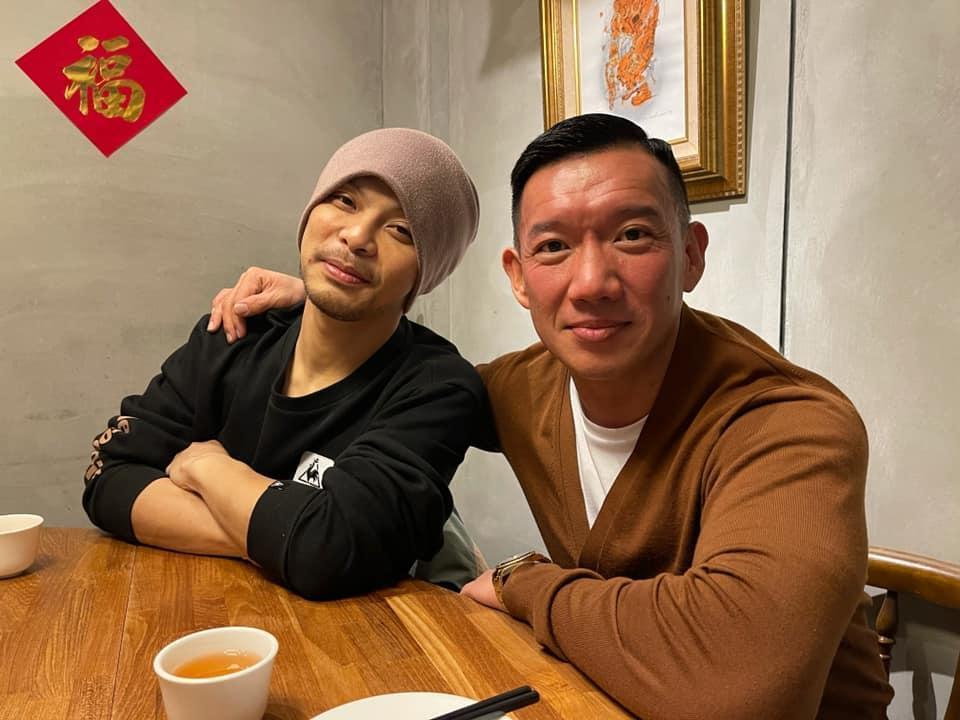 杜汶澤貼出與黃明志在台北的合影,他看來氣色好、身型壯。(翻攝自杜汶澤臉書)