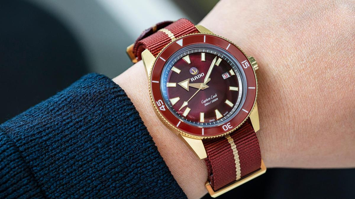 錶徑42mm/青銅錶殼、鈦金屬底蓋、陶瓷錶圈/時間及日期指示/自動上鏈機芯/防水300米/建議售價NT$ 80,400(攝影:游銘元)
