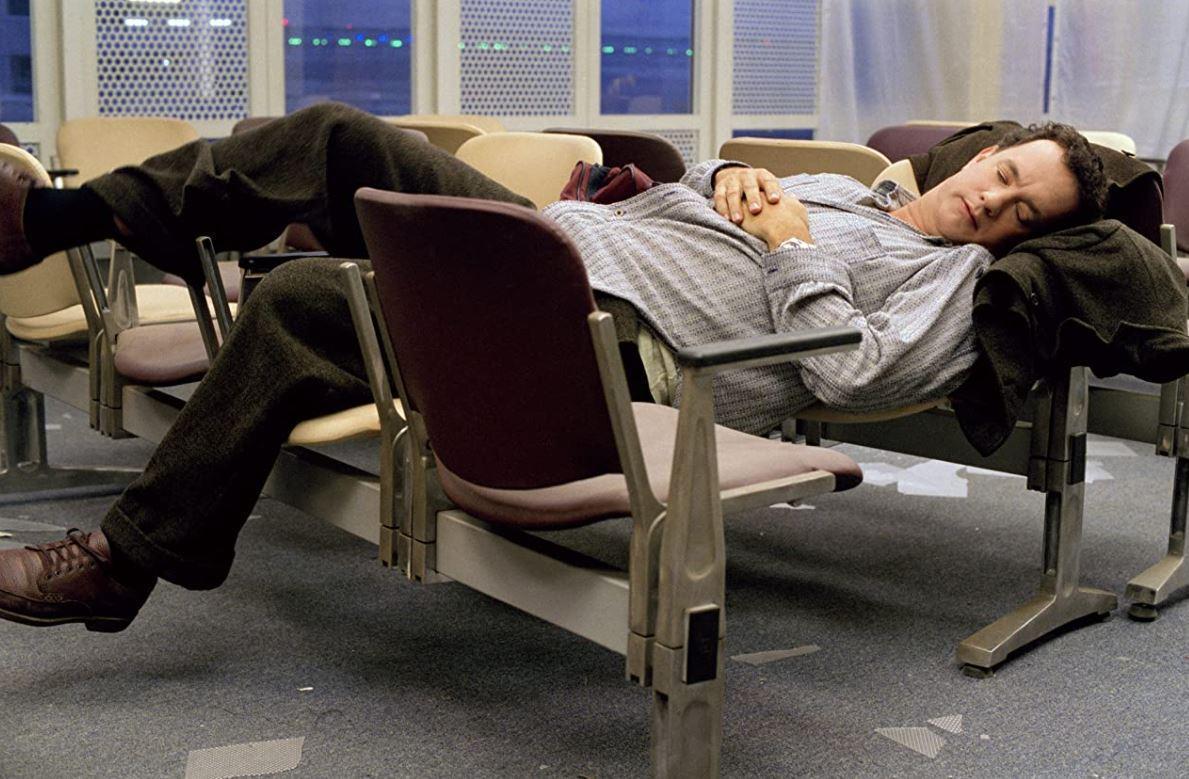 湯姆漢克主演的經典電影《航站情緣》情節竟真實上演。(翻攝IMDb)