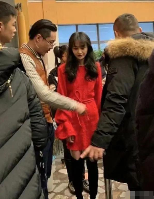鄭爽日前出現在北京衛視,錄製綜藝節目。(網路圖片)