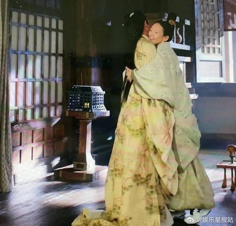 章子怡的穿幫鏡頭,引起網友熱議。(翻攝自微博)
