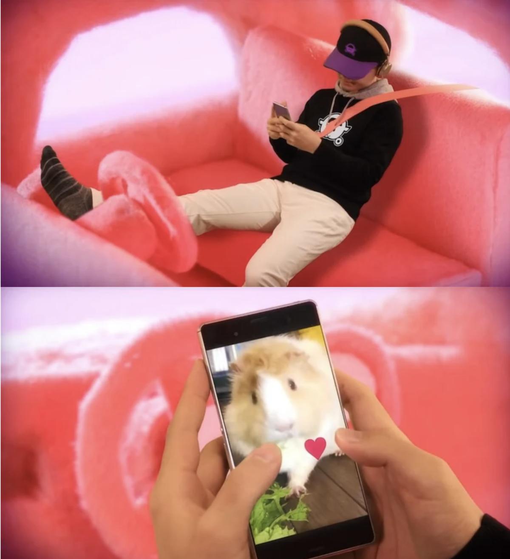 導演客串出演聽音樂的駕駛還一邊看自己心愛的寵物鼠 (翻攝自YouTube Muse木棉花-TW)