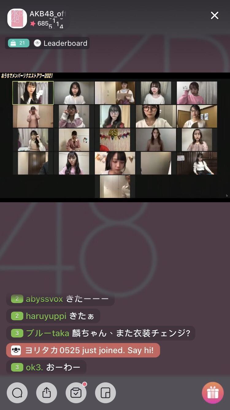 AKB48成員各自在家中配合票選曲目公佈開始隨著音樂進行唱跳演出。(17LIVE提供)