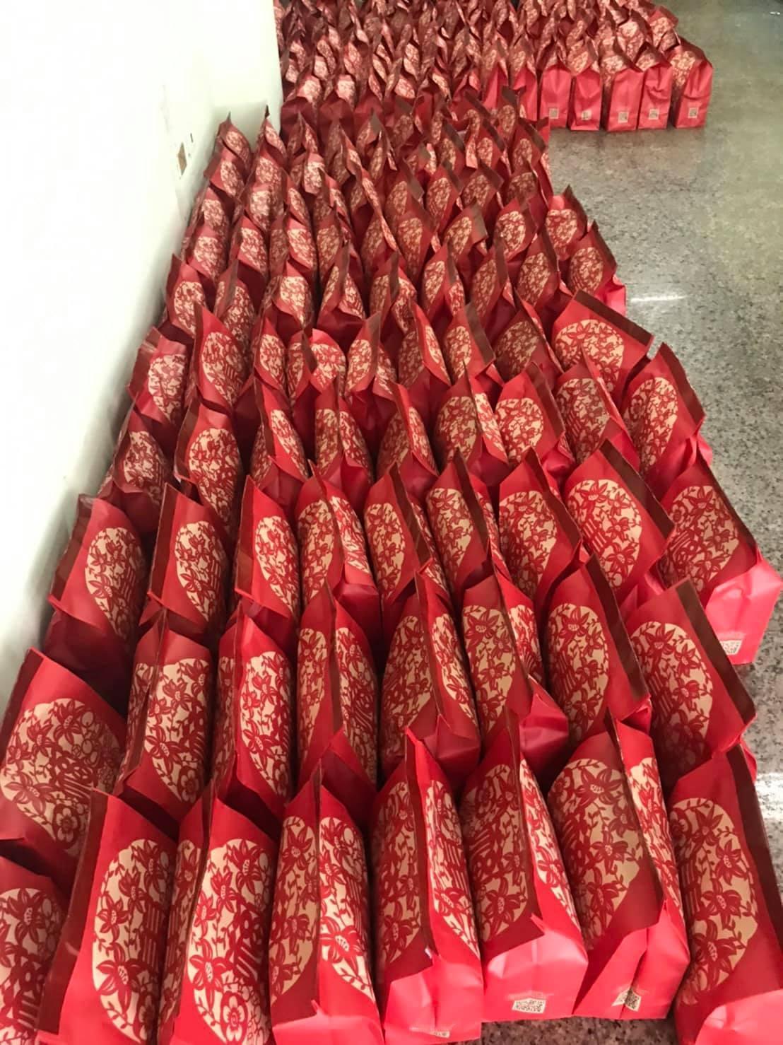 見到有人一口氣開箱5萬多元的福袋,讓網友直呼「貧窮限制了我的想像力」。(翻攝自全家夯什麼臉書粉專)