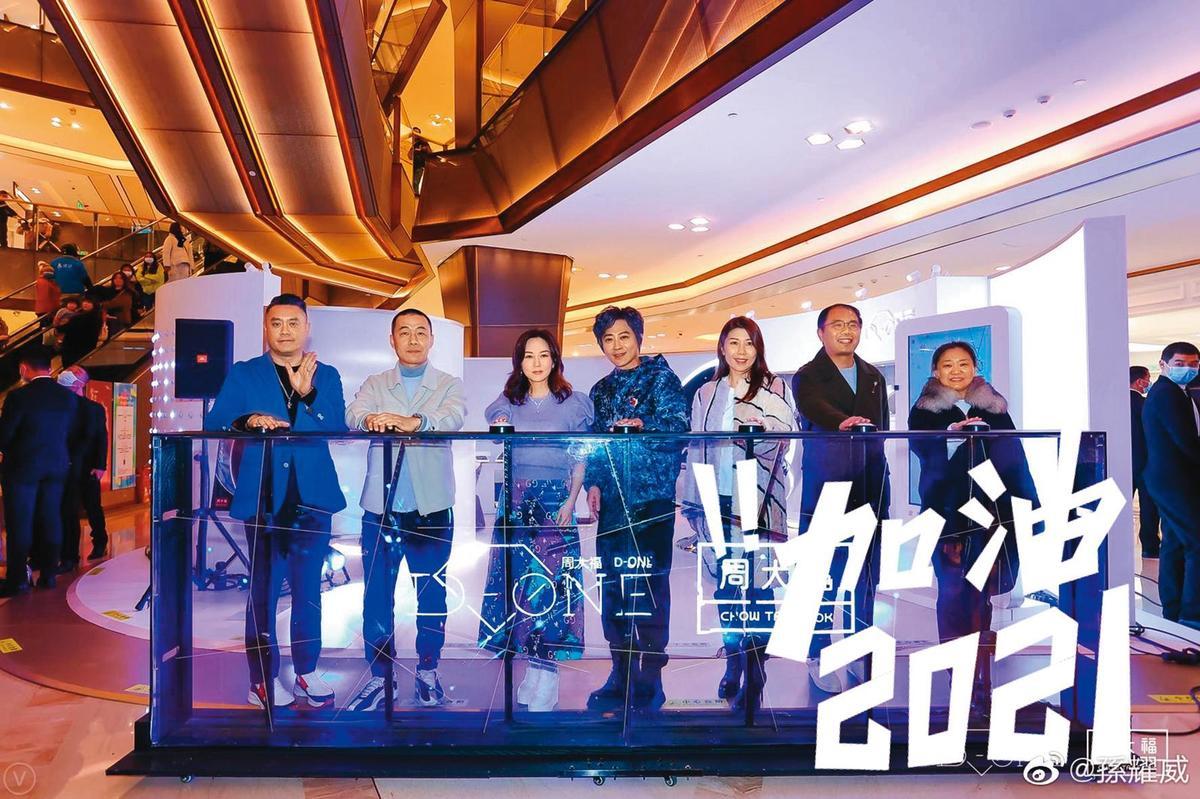 孫耀威因直播而再度翻紅,廠商邀約也紛紛上門,曾經一個月內出席27場活動。(翻攝自孫耀威微博)