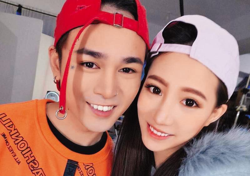 林采緹(右)不堪胡睿兒(左)不思進取,結束短暫的婚姻。(翻攝自林采緹臉書)