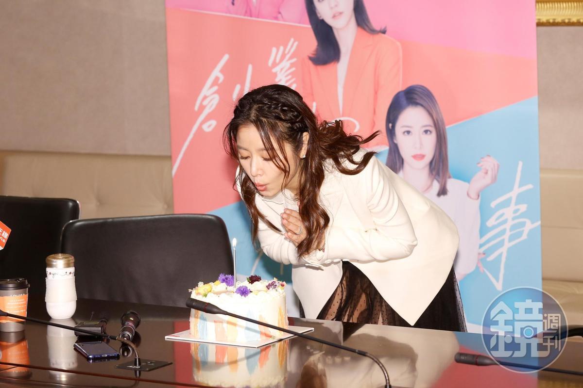 林心如1月27日生日,電視台特別準備花束與蛋糕為她慶祝。