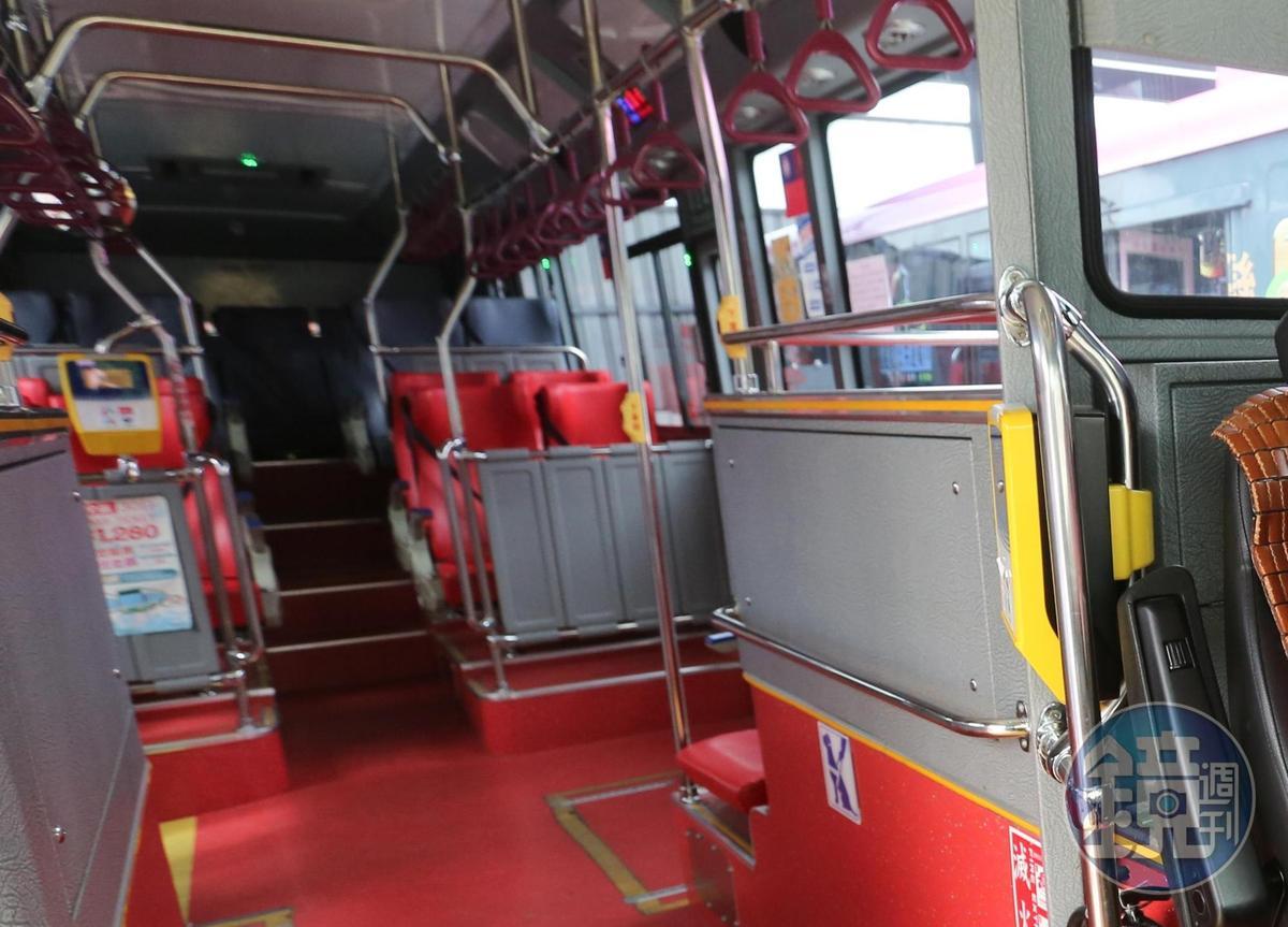 民眾搭公車有時會遇到司機突然緊急剎車,就有一名婦人因公車司機急剎而跌倒死亡。圖為示意圖,此客運與本新聞無關。(本刊資料照)