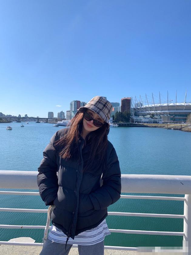 王祖賢透過粉絲替她架設的粉絲專頁分享近照。(翻攝自王祖賢貼吧微博)