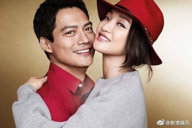 周迅2014年與美籍華裔演員高聖遠結婚,還因此一起成為快時尚H&M代言人。(翻攝自新浪網)