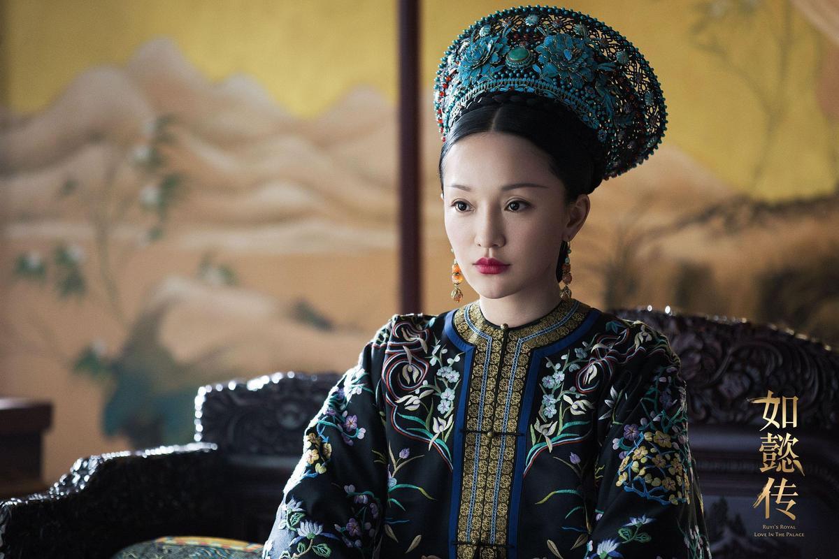 周迅是第一位中、港、台三金后冠的大滿貫影后,2018年的《如懿傳》是代表作之一。(翻攝自微博)