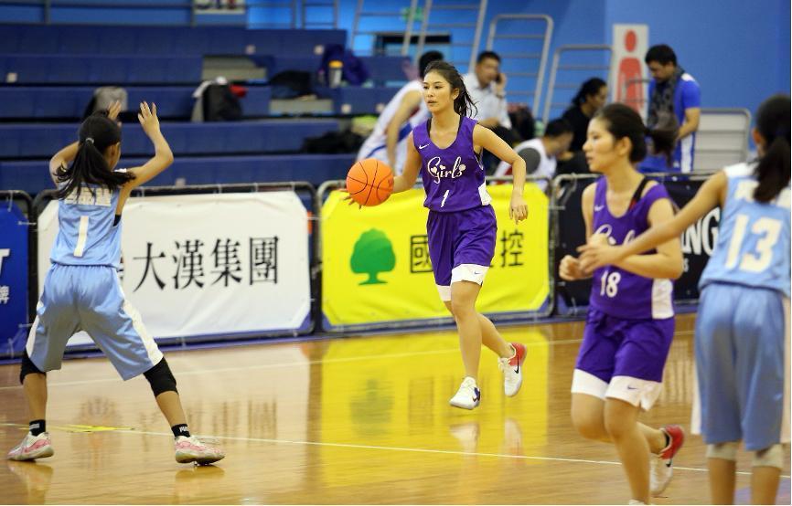 被日本人稱讚是最正女主播的卓君澤,跳脫傳統體育台的轉播模式,號召大家一起來線上支持HBL年輕選手。(卓君澤提供)