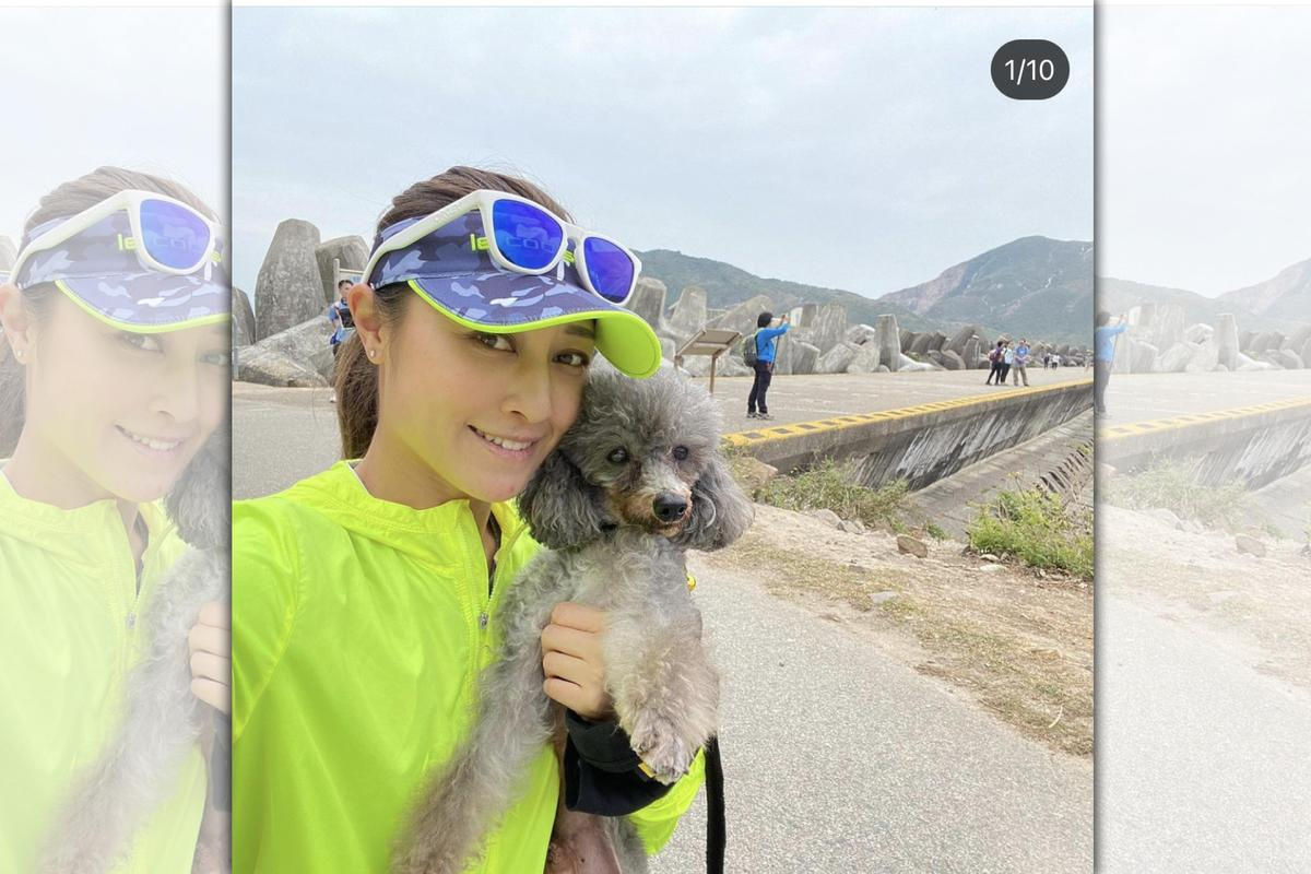 港星李思雅的愛犬,未拔牙前經常跟李思雅去爬山,如今視力全看不見。(翻攝李思雅IG)