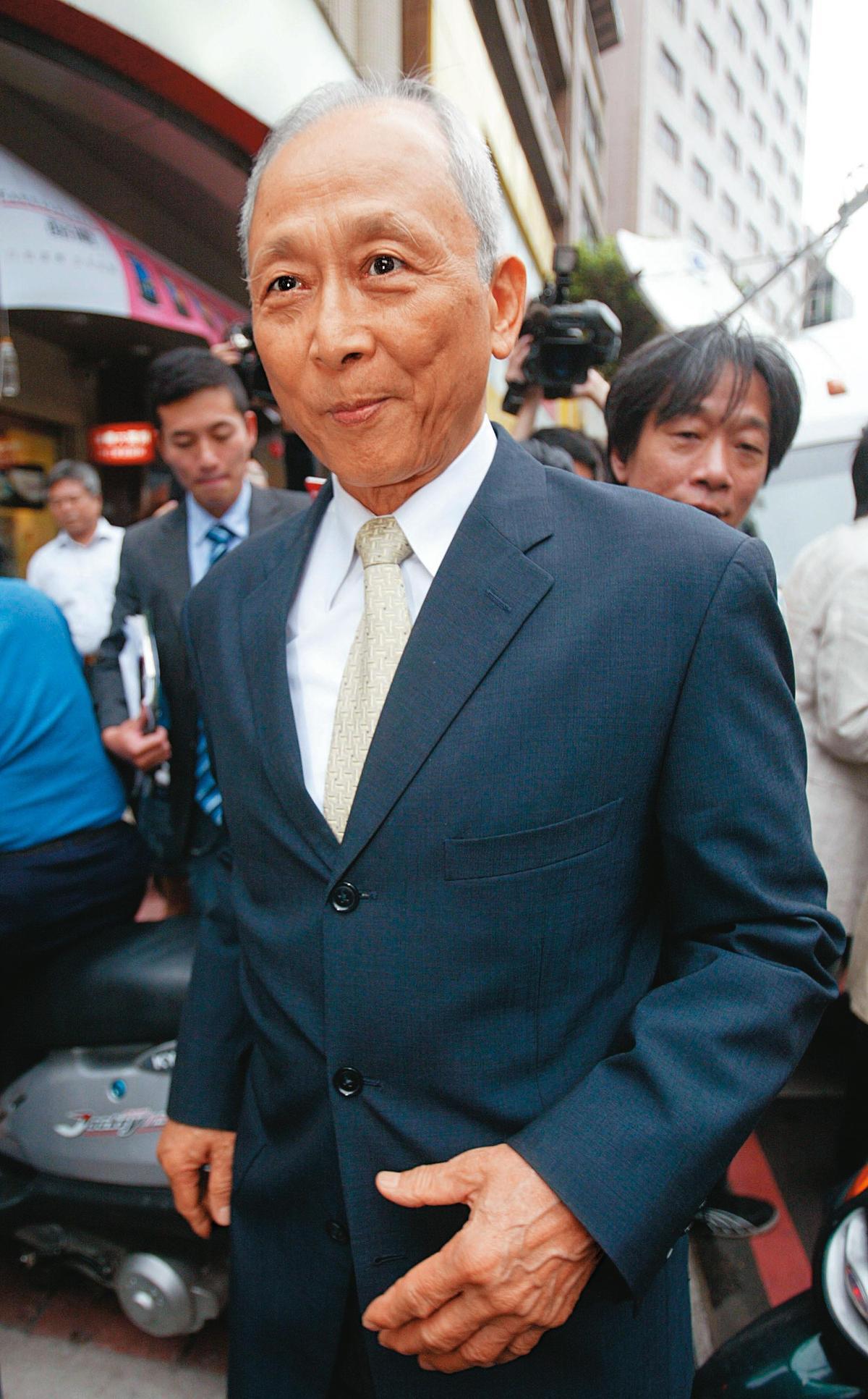 前國防部長陳肇敏(圖)在翁茂鍾的買股名單上,以自己名義買了10張佳和集團股票。(中央社)