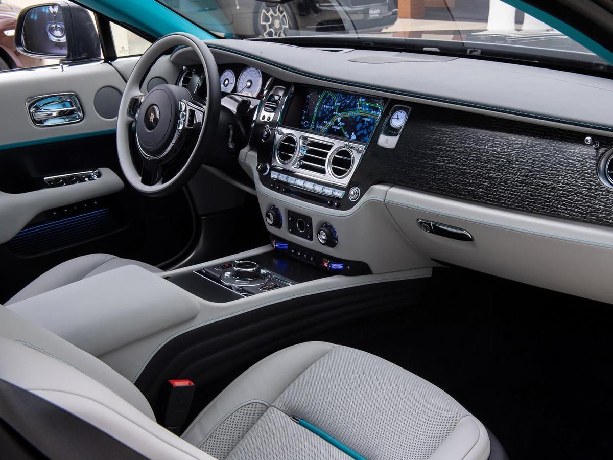 """勞斯萊斯 Wraith """"隱匿之鑰"""" 特別版車型將密碼作為設計項目貫穿車內,首次在藝術審美之上呈現了一場激動人心的探密之旅。"""