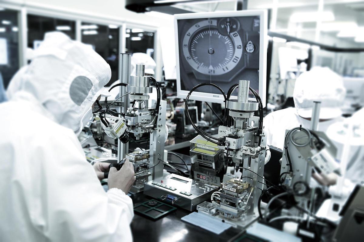 CASIO日本山形廠裡頭的Premium Production Line,是目前整個品牌裡頭最頂級的生產線,所有最頂規的產品都由此生產製造。