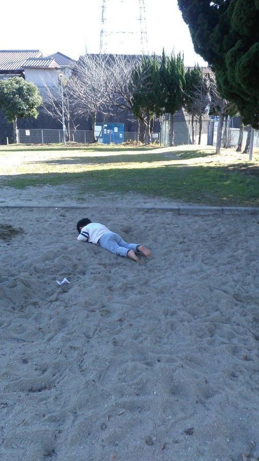 網友分享自己的小孩也常常玩死掉的遊戲。(翻攝自推特)