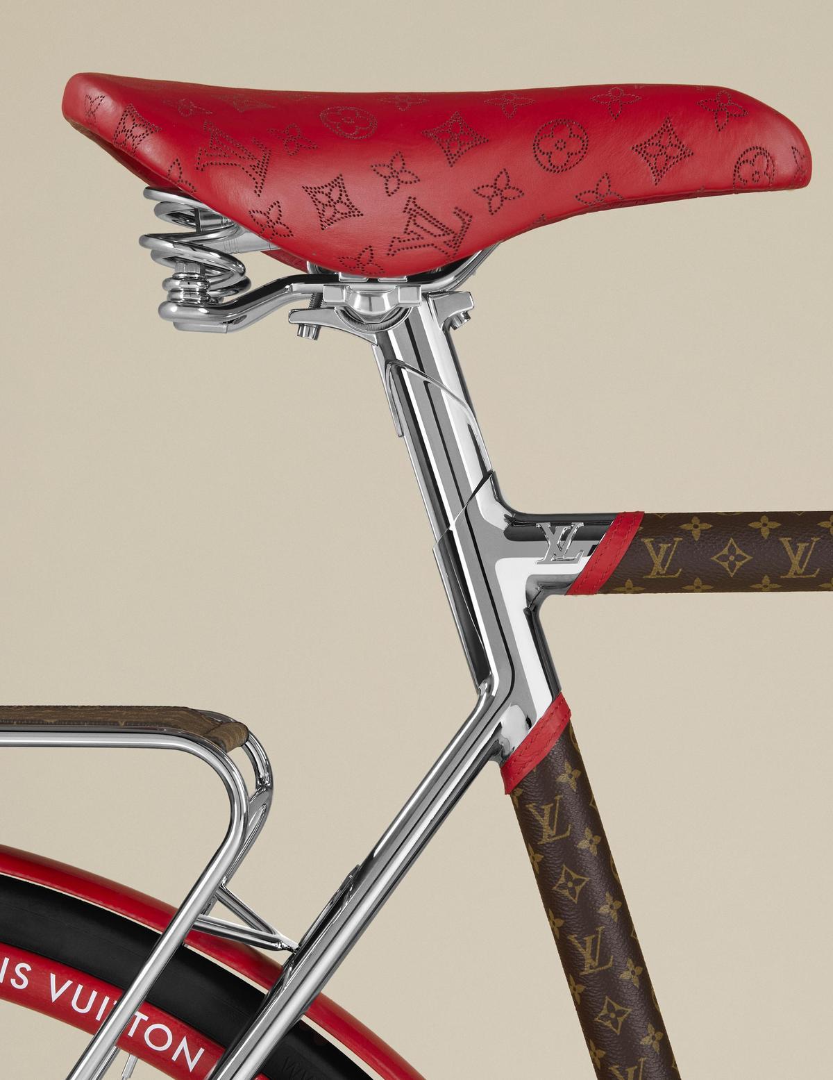 皮革坐墊加入避震彈簧,以增加騎乘時的舒適度,更採用精選皮革包覆。(LOUIS VUITTON提供)