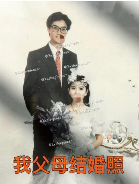 遭盜圖的當事人,在微博貼出父母結婚的原始照片,控訴被劇組盜圖,還被賜死。(翻攝自Xxsleepiness微博)