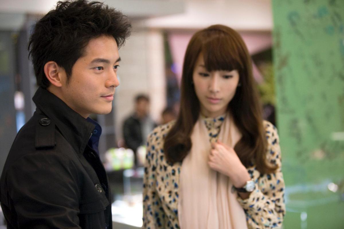 2010年,宥勝(左)與隋棠(右)主演偶像劇《犀利人妻》,雙雙爆紅。(翻攝自《犀利人妻》臉書)