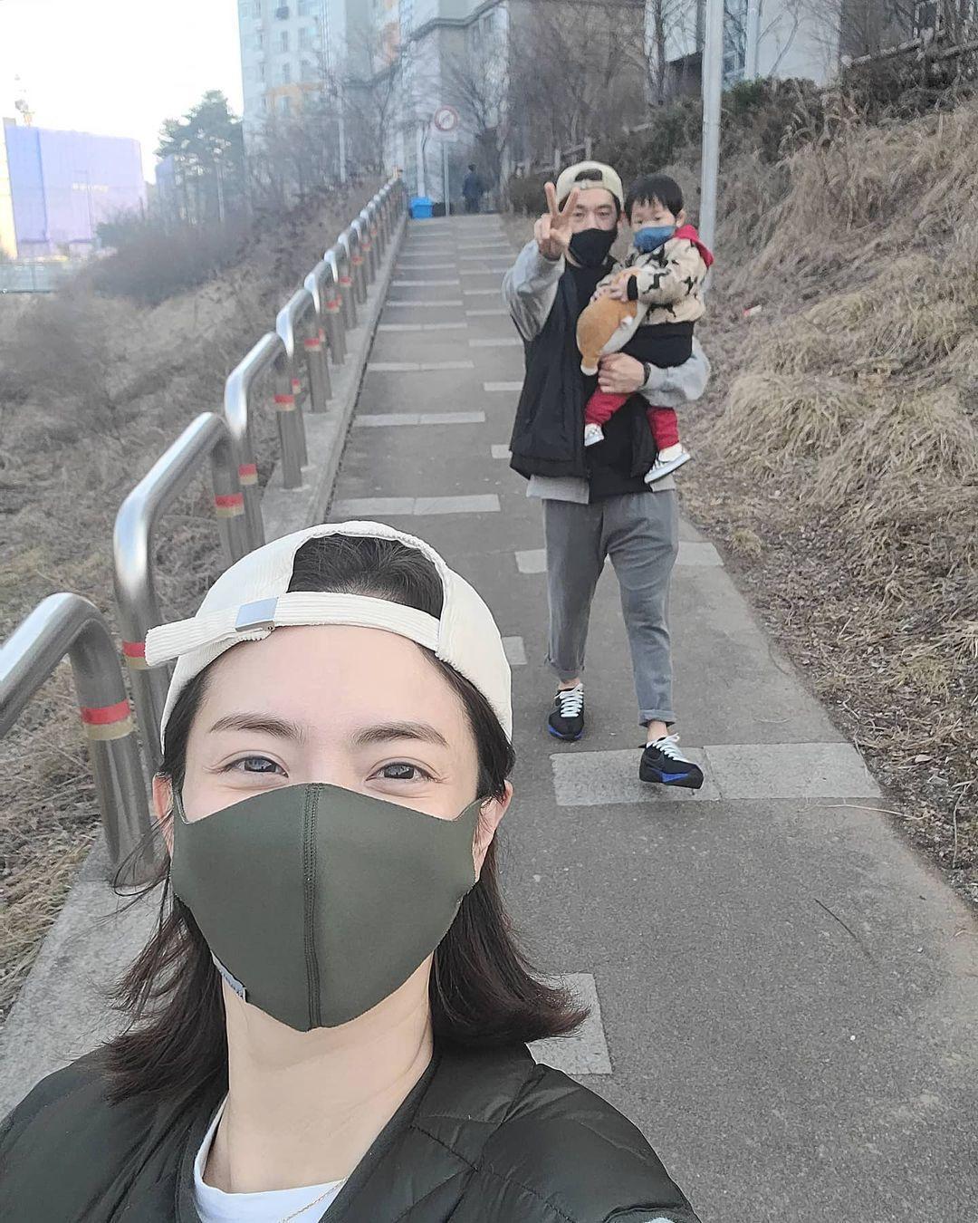 劉荷娜經常在IG公開她與老公、兒子的日常照片。(翻攝自劉荷娜IG)