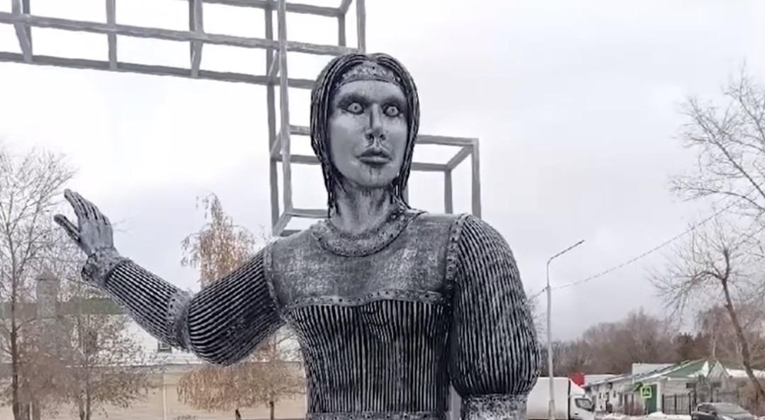 阿倫卡雕像外型奇特,曾把小朋友嚇哭。(翻攝Культура網站)