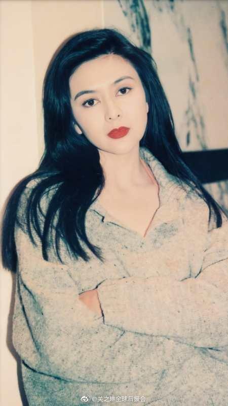 關之琳以著一雙水汪汪大眼睛走紅90年代的香港影視圈。(翻攝自微博)