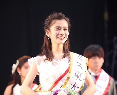 上田彩瑛曾獲選為「東大小姐」。(翻攝自上田彩瑛IG)