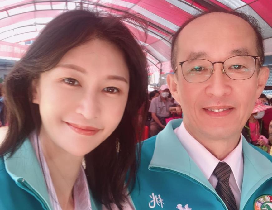 「QN」(左)宣布參選桃園市議員,她的父親是現任議員黃景熙(右)。(翻攝黃拉結臉書)