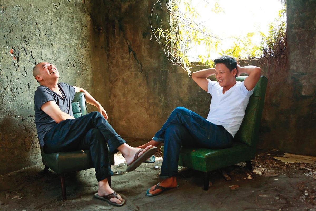 蔡明亮(左)和李康生(右)師徒情誼超過30年,感情昇華成家人。(翻攝自蔡明亮臉書)