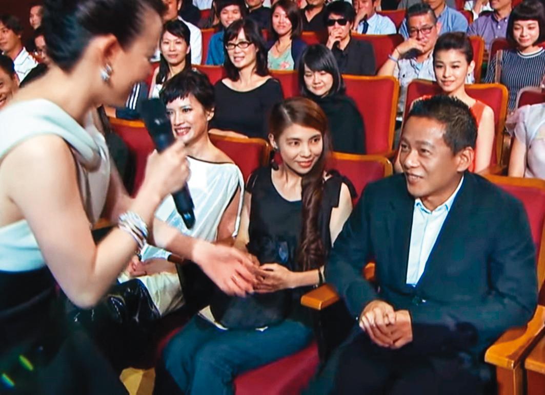 李康生(前排右一)和交往多年的女友Kuku(前排右二)兩年前悄悄分手。(翻攝自台北電影節YouTube)