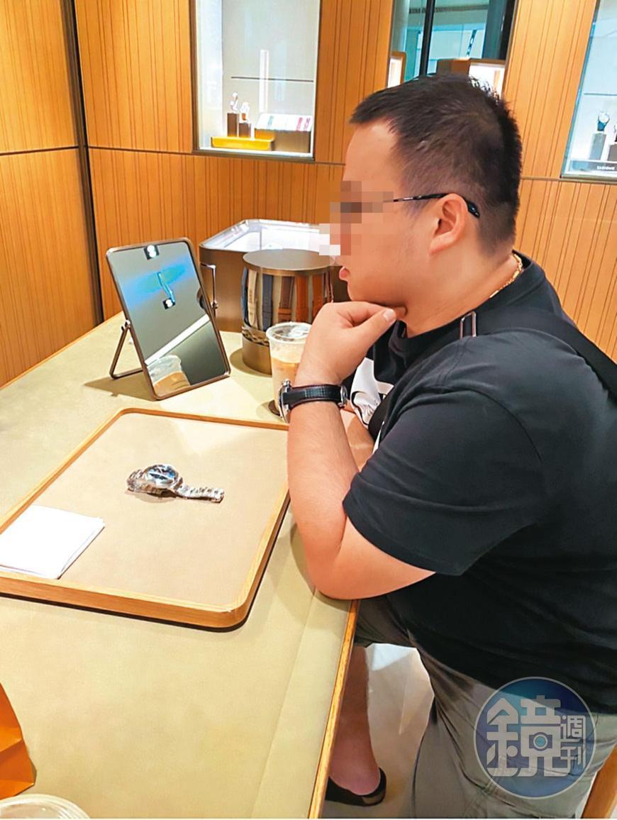 涉嫌吸金詐騙的李男常買名錶炫富,生活過得相當豪奢。(讀者提供)