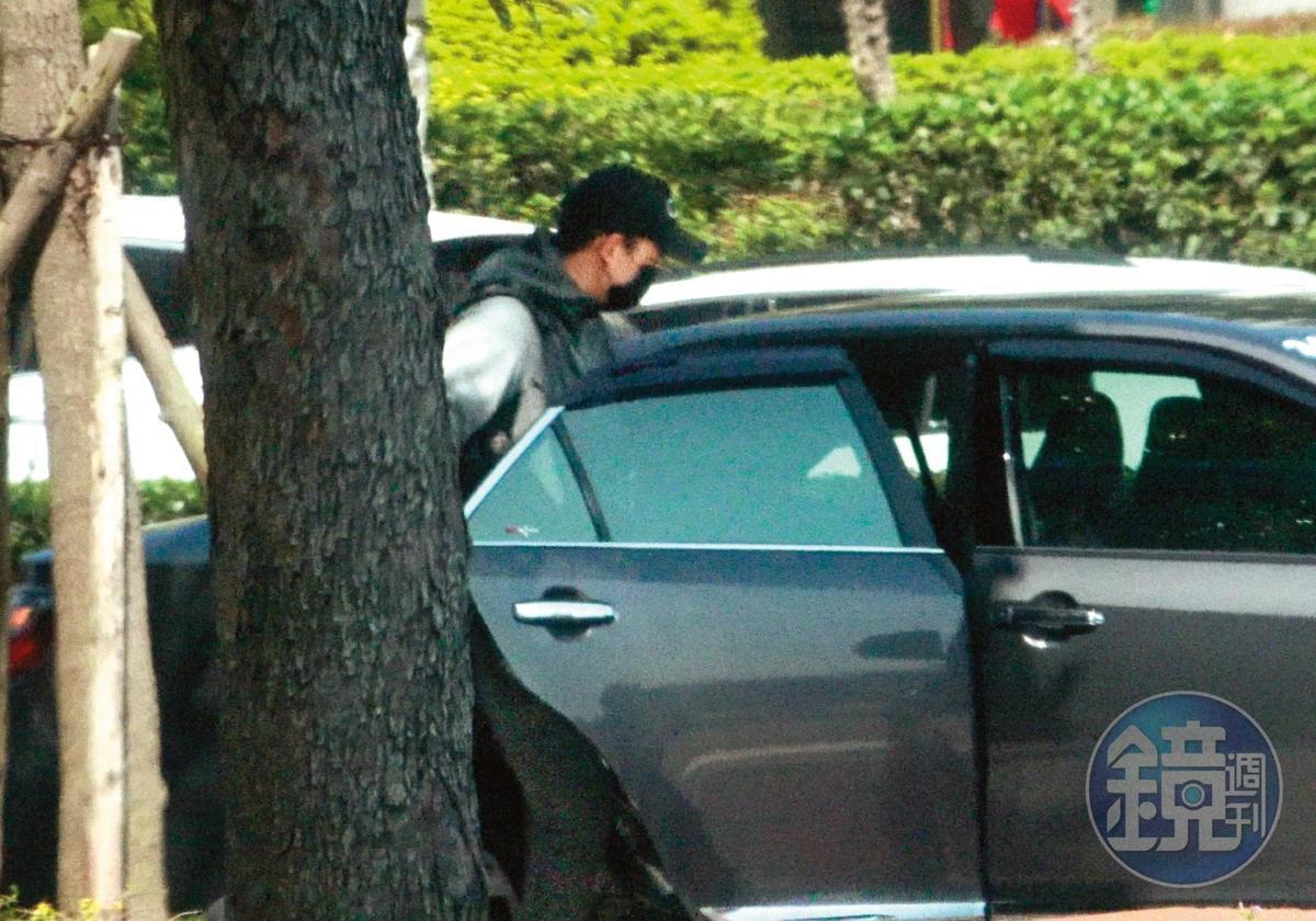 13:02,他搭上一輛多元計程車,準備去錄《全明星運動會》。