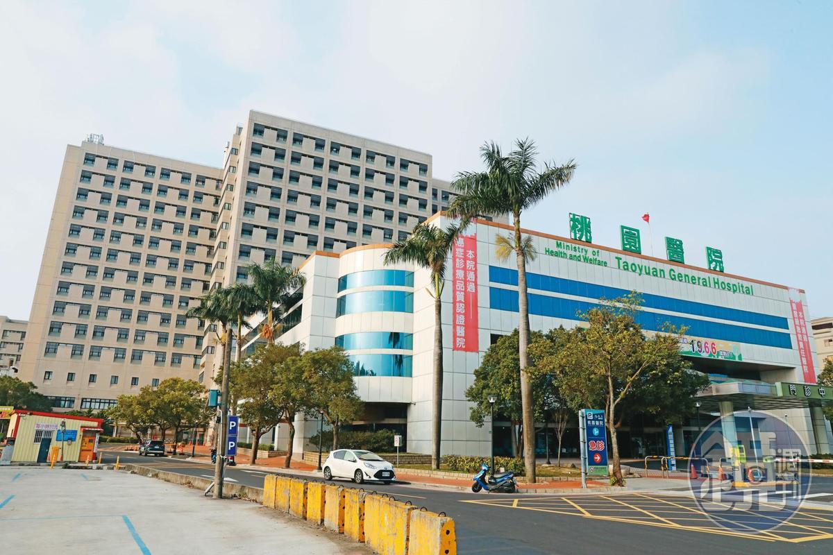 黃立翔自稱在部立桃園醫院(圖)服務,之後又改口說被調到中研院上班。
