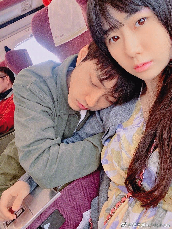 福原愛非常熱愛上傳夫妻甜蜜生活,日本網友評論她中了「愈曬愛、崩壞愈大」的魔咒。(翻攝自福原愛微博)