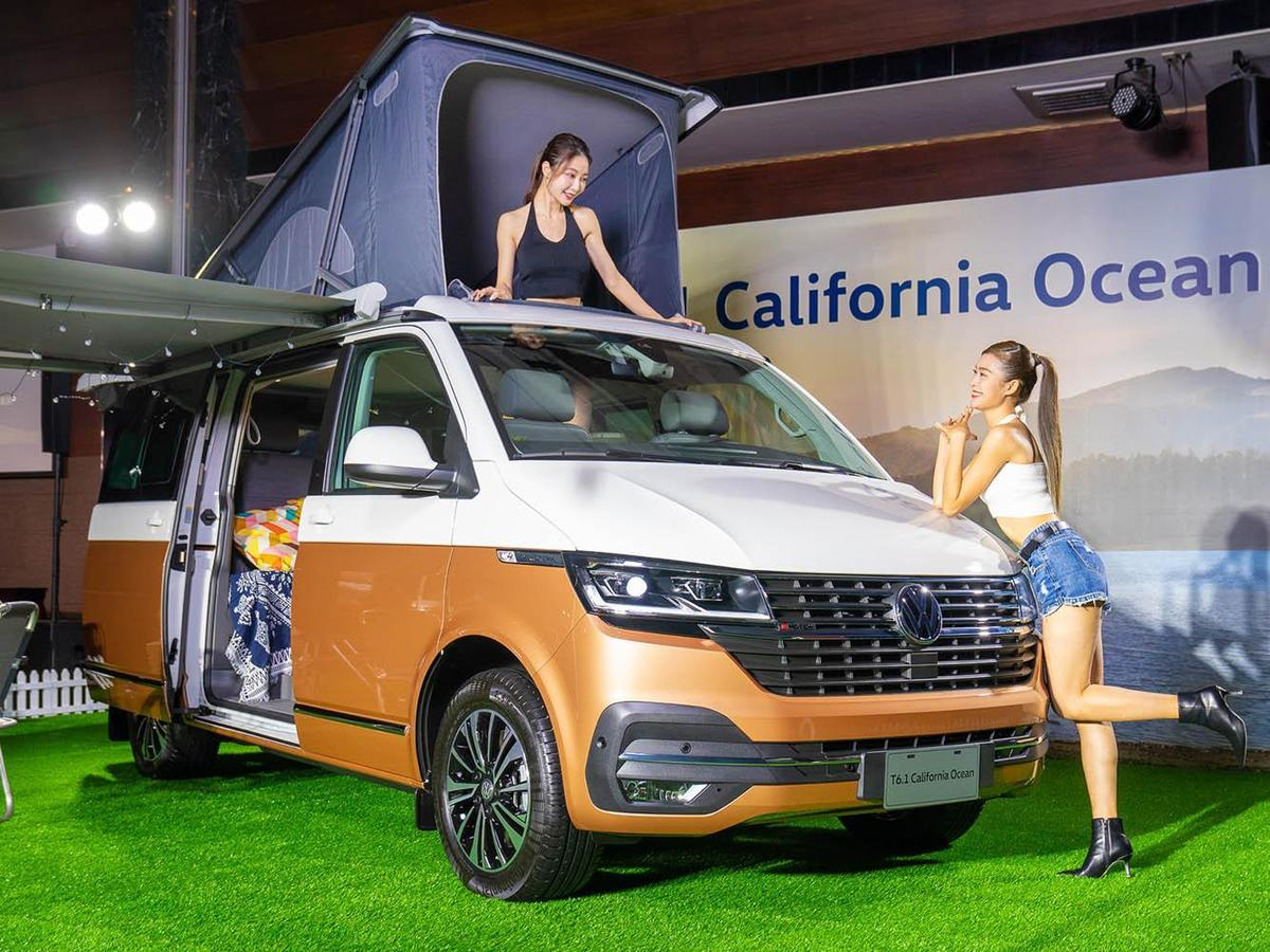 頂層的車頂帳加上車內包括流理臺、冰箱、水槽等,讓California Ocean成為一台最豪華露營車。