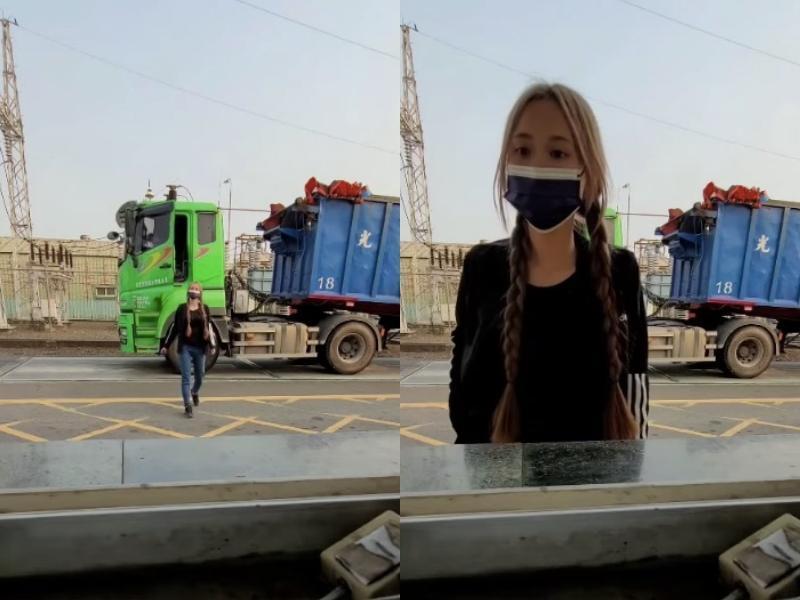 女司機從卡車駕駛座步下,嬌小身形與身後大車形成強烈對比。(翻攝自爆廢1公社)