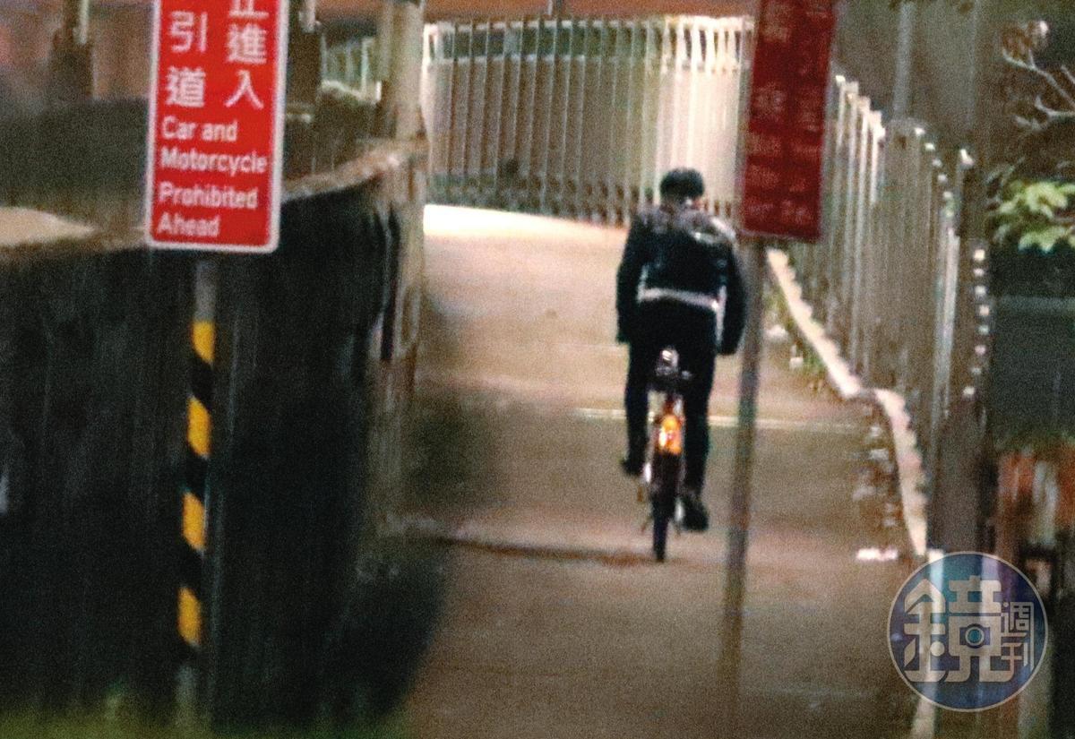 23:55 體力驚人的祖雄,跟佳娜結束三小時摩鐵短聚後,再騎YouBike一大段路回汐止家。