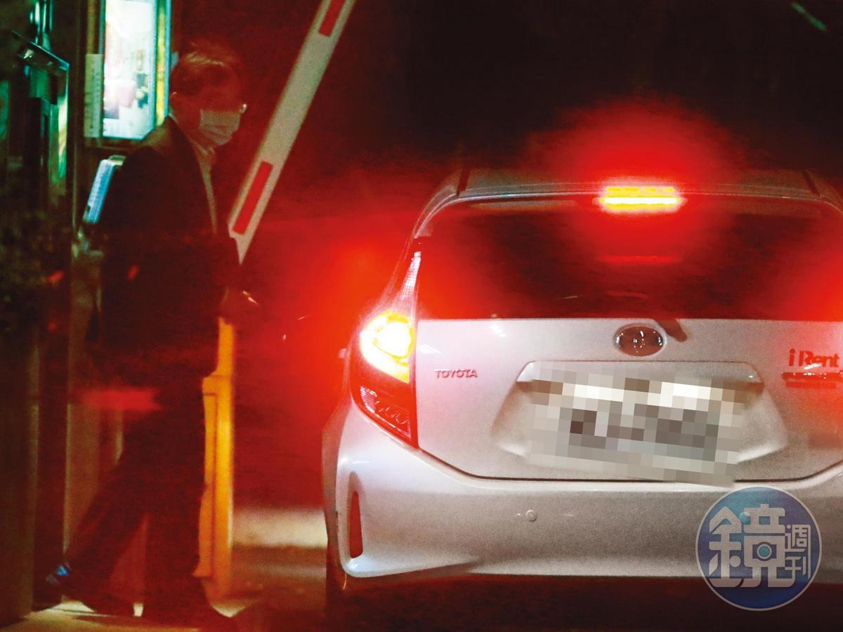 19:51 車子往新北市土城方向駛去,開進一家Motel。