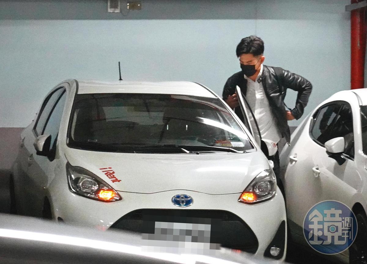 3/10 17:34 祖雄獨自吃完飯走進台北市一所高中停車場,原來他租了車準備去約會。