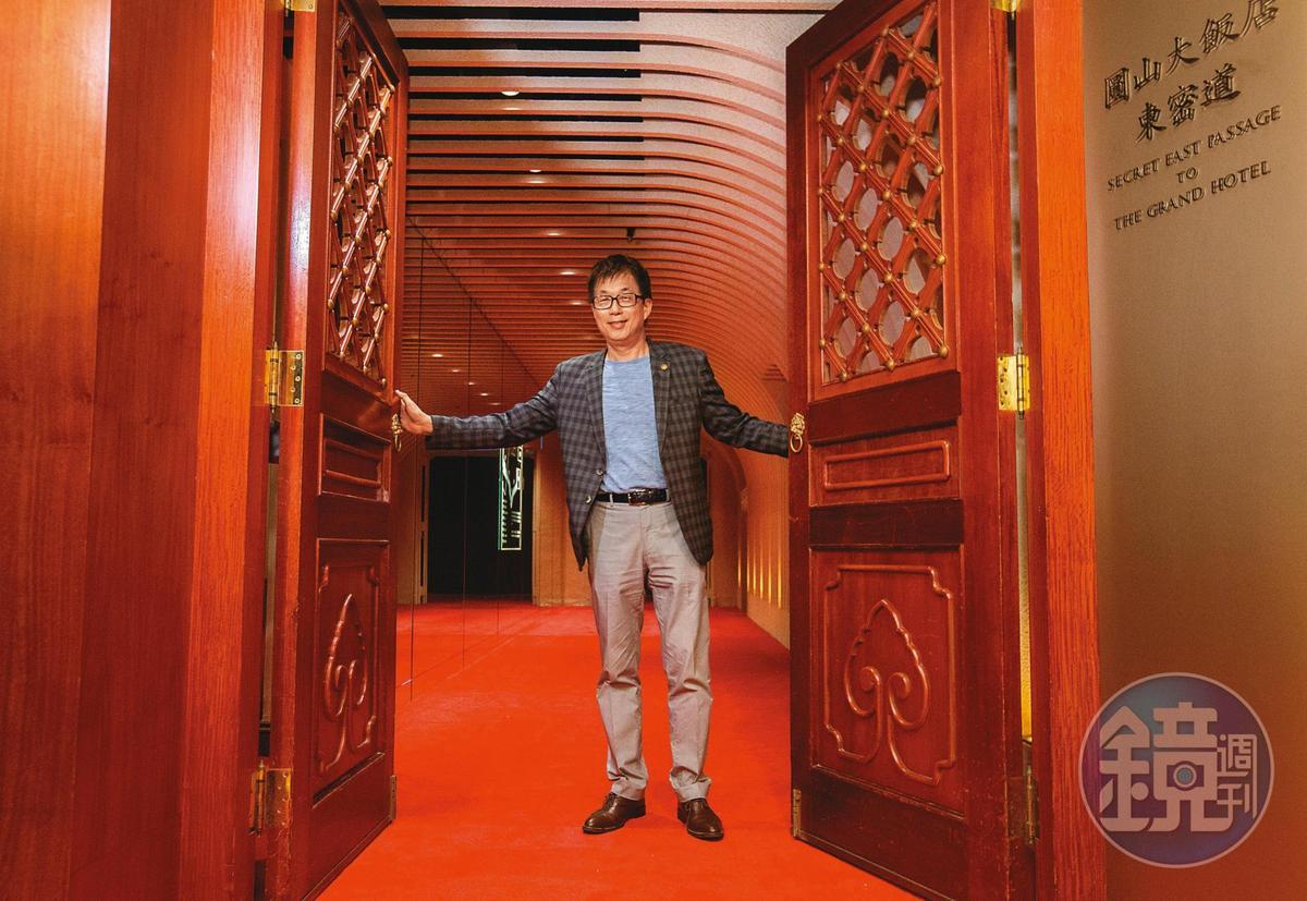 圓山飯店董事長林育生打開「時光走廊」大門,帶領本刊探訪東密道。