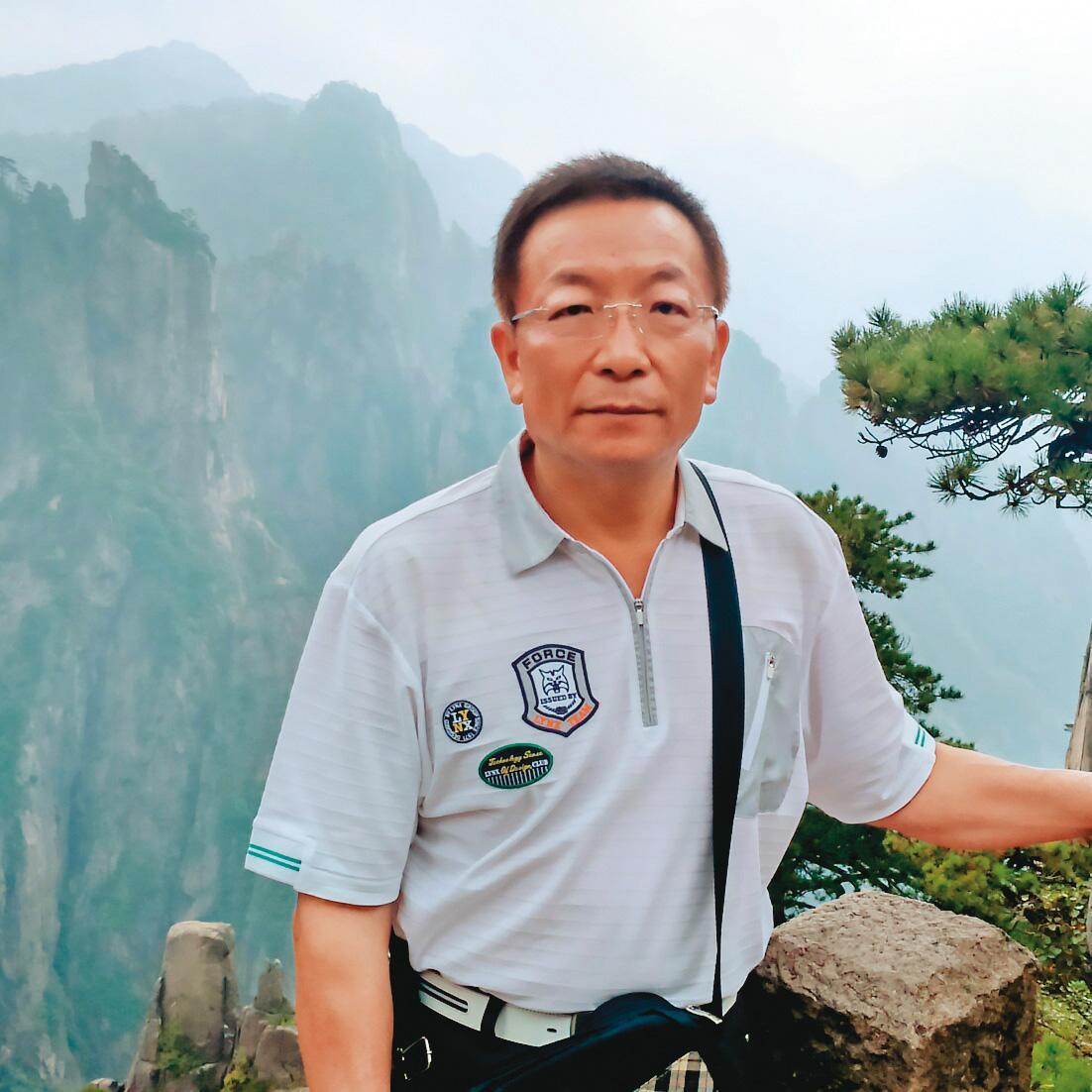 涉貪遭逮的吳健榮60歲辦退休,8個月後回任市府當機要,卻爆出收賄案。(翻攝臉書)