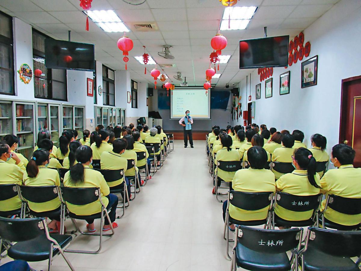 台北女子看守所被指控管理鬆散,去年起發生多起受刑人夾帶違禁品入監的情況。(翻攝台北女子看守所臉書)