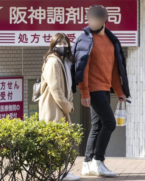 福原愛(左)回日本被偷拍到與學弟(右)到賓館過夜,但她否認外遇出軌。(翻攝自《女性SEVEN》)