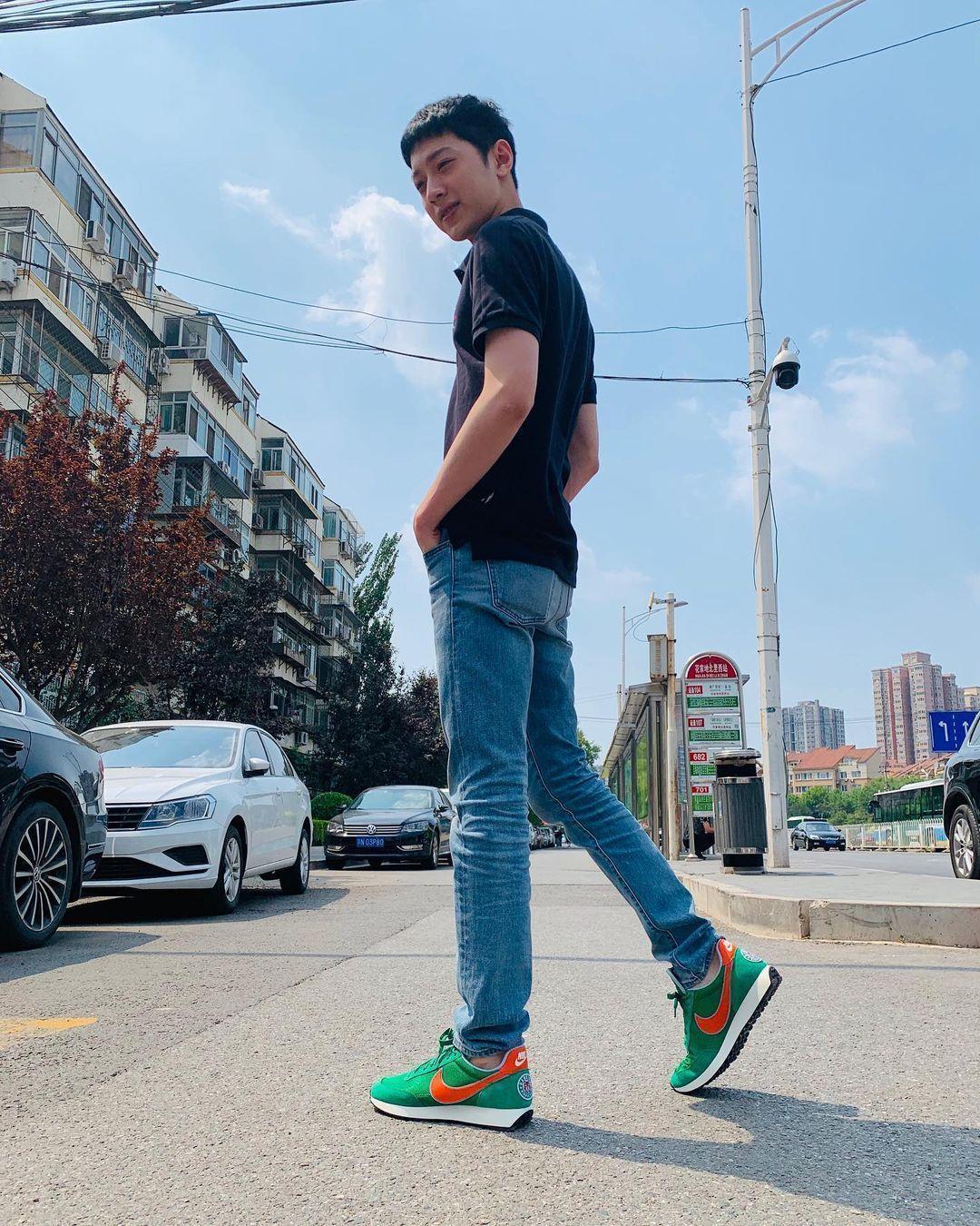 「新疆棉」事件品牌之一的NIKE,是賴冠霖愛牌,過去他常穿著拍照。(翻攝自賴冠霖IG)
